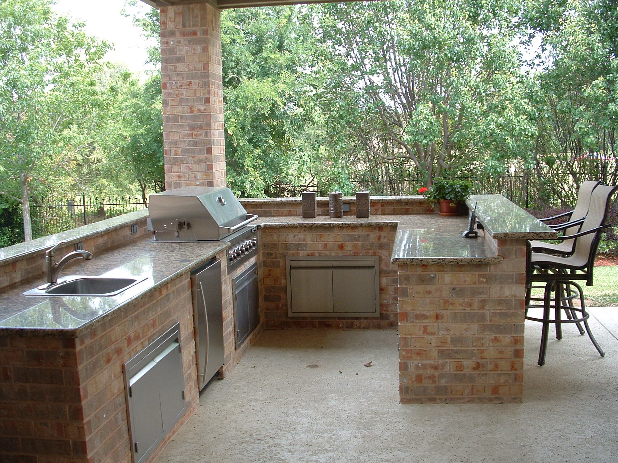 Denver outdoor kitchens equipment installations for Outdoor kitchen equipment